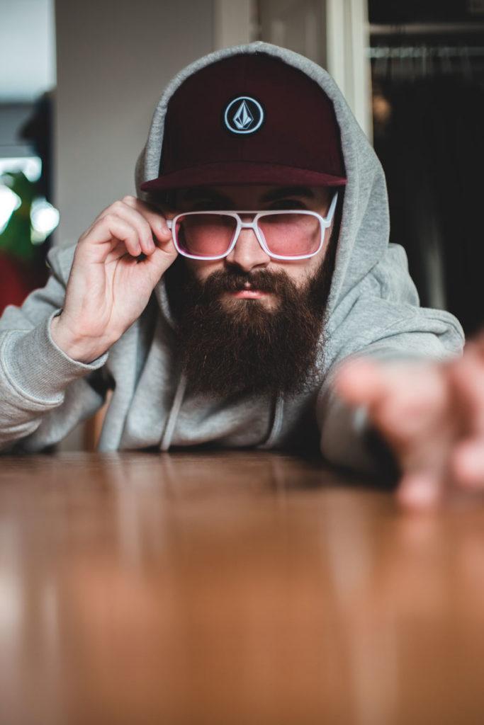 homme avec une barbe rousse