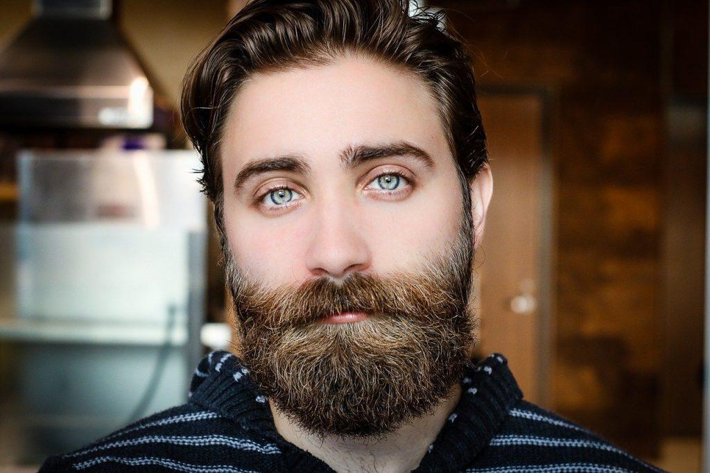 comment avoir de la barbe naturelle avec des yeux bleus