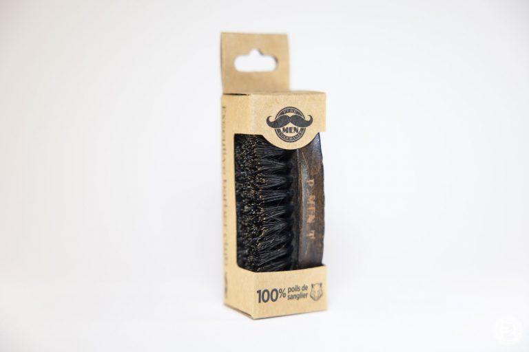 Mini brosse à barbe avec manche en bois et poils de sanglier