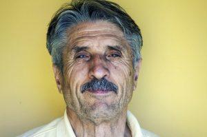 Style de moustache naturelle sans barbe cheveux courts