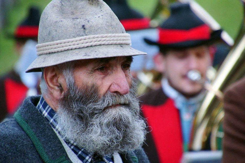 assouplir barbe grosse barbe grise et blanche