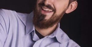 barbe en pointe homme en chemise