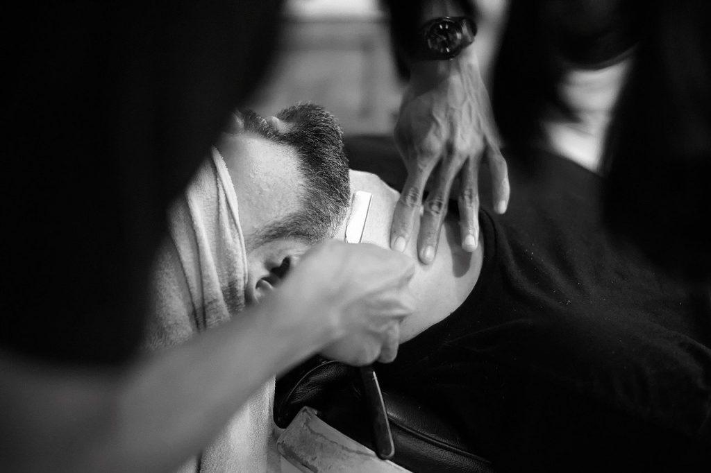 le collier de barbe tailler chez le barbier